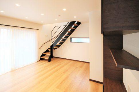 鉄骨階段の映える家