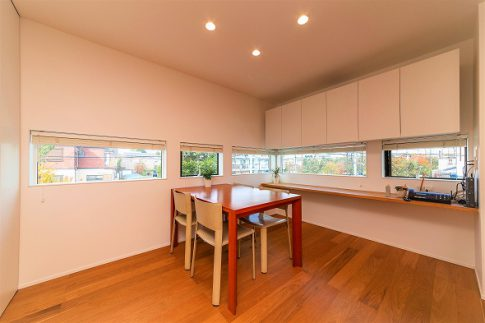 効率的な動線で過ごしやすい三階建ての家