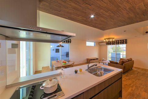 カフェのようなキッチンのある家